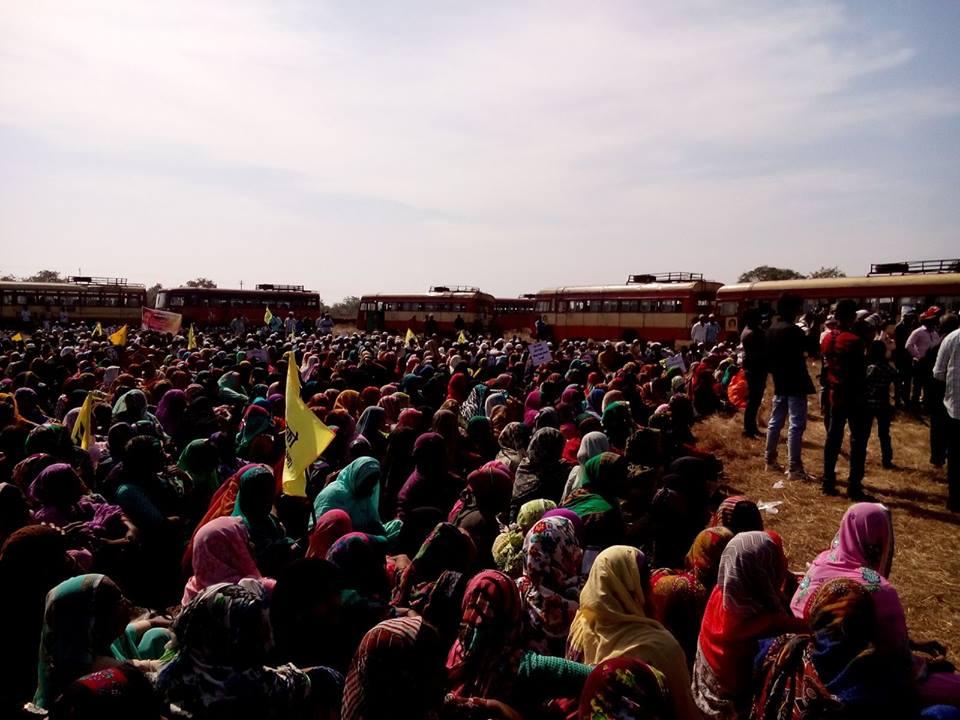 インド抗議する人たち(20151212)_ヴァイシャリさん提供